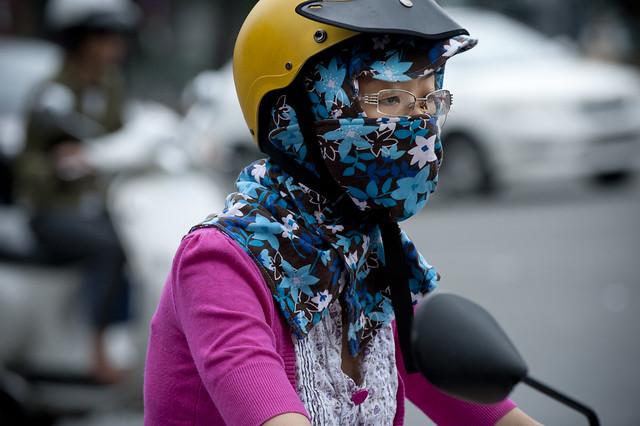 V077 Masked woman rider - Saigon