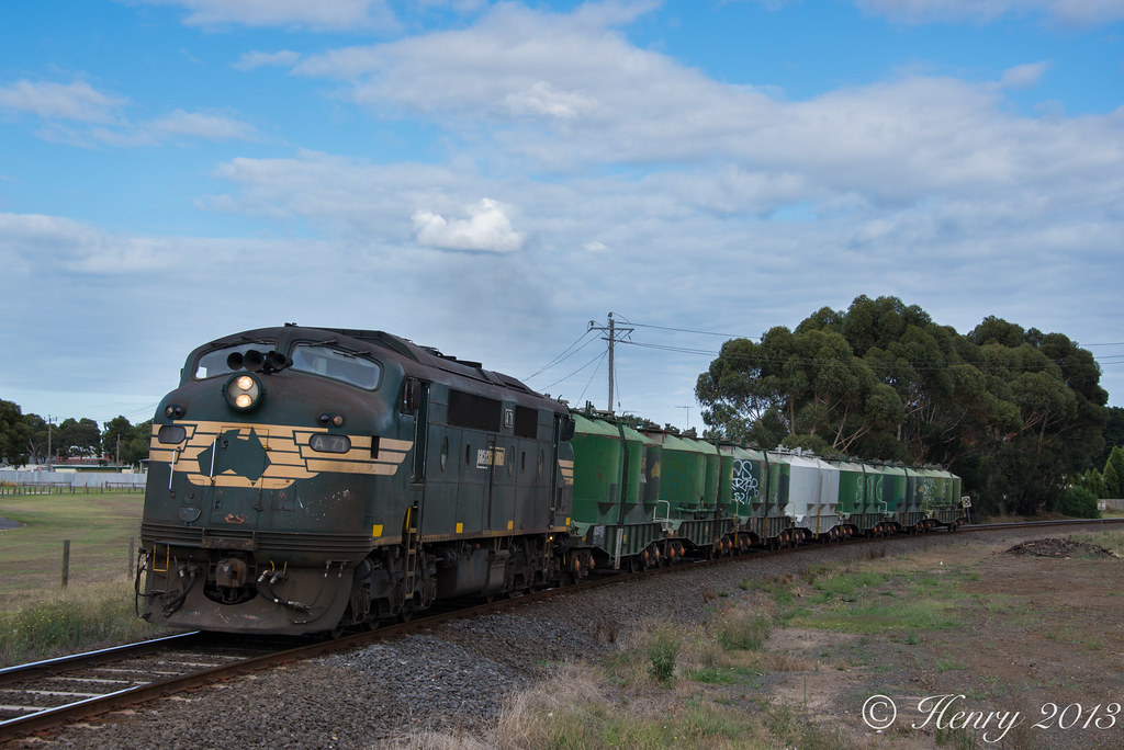 9120 into South Geelong by Henry Owen