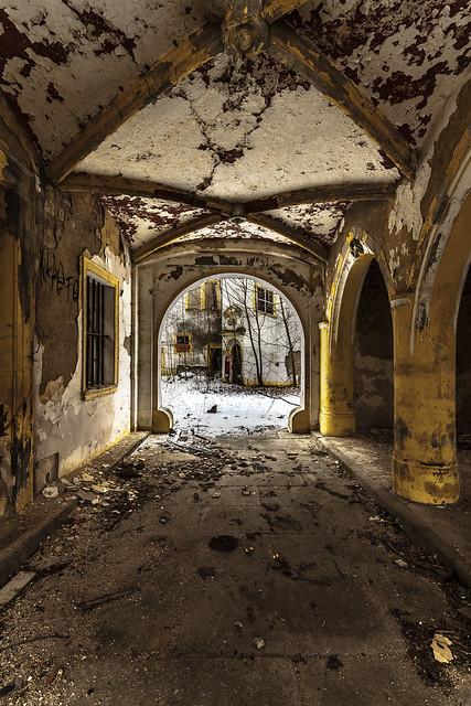 der Gang zum Schlosshof