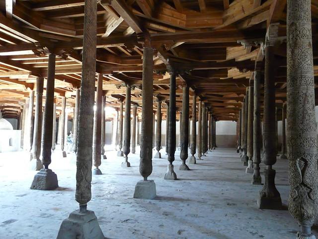 Colomnas de la mezquita Juma de Khiva (Uzbekistán)