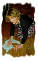 Hausfrau beim Boden wischen...