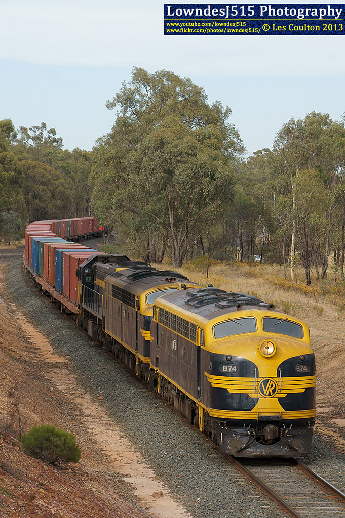 B74, S313 & X31 at Huntly by LowndesJ515