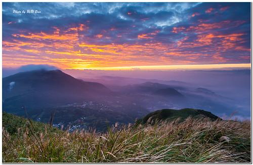 morning clouds sunrise nikon taiwan taipei 台灣 台北 雲 d800 士林 shihlin 大屯山 日出 早晨 1424 28g 自然公園 tatunmountainnaturepark