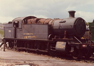 FC001923.    7200  Barry Docks. Dai Woodham's yard.   01-06-1976.