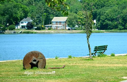 house lake green bench landscape rust banco rusty lakehouse