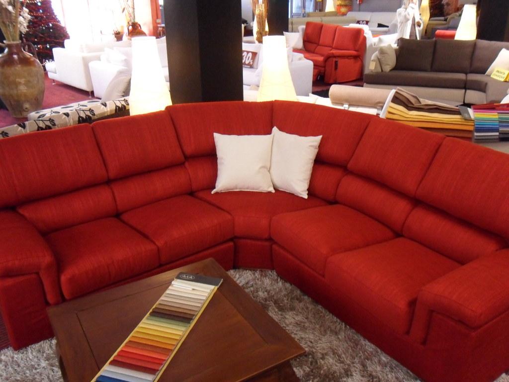 Divano Angolare Rosso.Divano Angolare In Tessuto Rosso Venite A Visitare La Nost