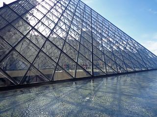 Pyramid   by diamond geezer