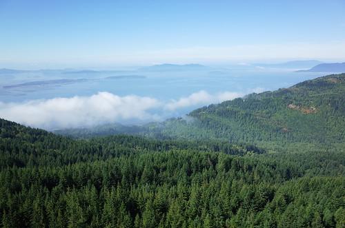 skagitcounty washington usa blanchardmountain oysterdome pugetsound sanjuanislands landscape view mountain trees nature sea ocean clouds fog sky blue ricohgr