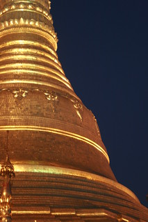 Myanmar, Yangon -  Feb 2013 - At the famous Shwedagon Pagoda, the most famous Budhist pilgrimage site in Myanmar. 照片 647