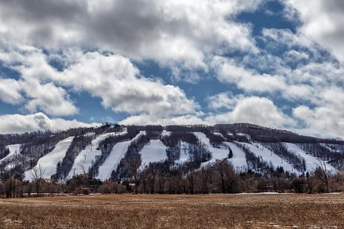 ontario canada landscape spring bluemountain skihills niagaraescarpment oslerbluffskiresort