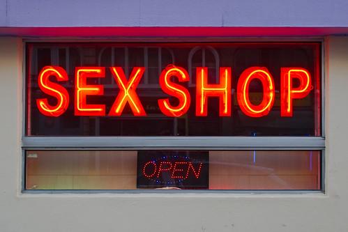 Façade de sex-shop | by zigazou76
