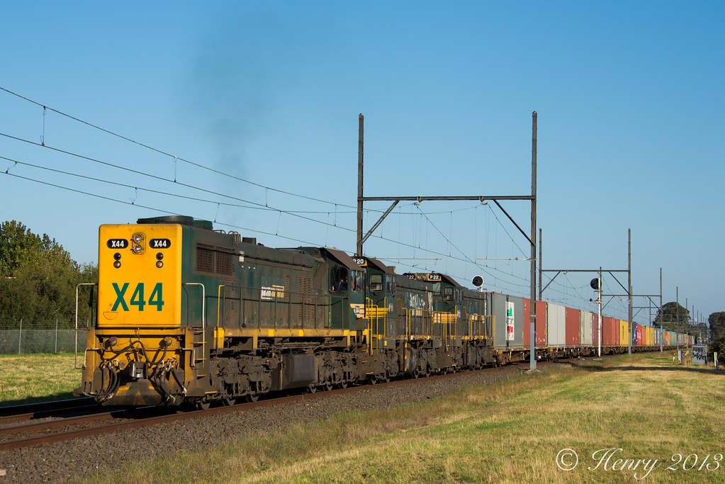 Long End X into Huntingdale by Henry Owen