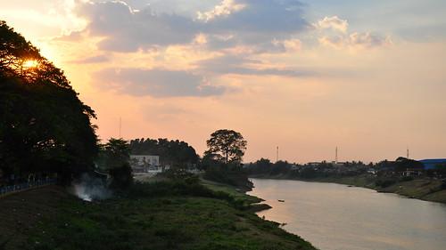 sunset river cambodge cambodia rivière coucherdesoleil kampongthom kampuchea stungsen