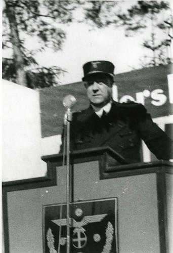 Vidkun Quisling på talerstolen i forbindelse med Borrestevnet i 1942.