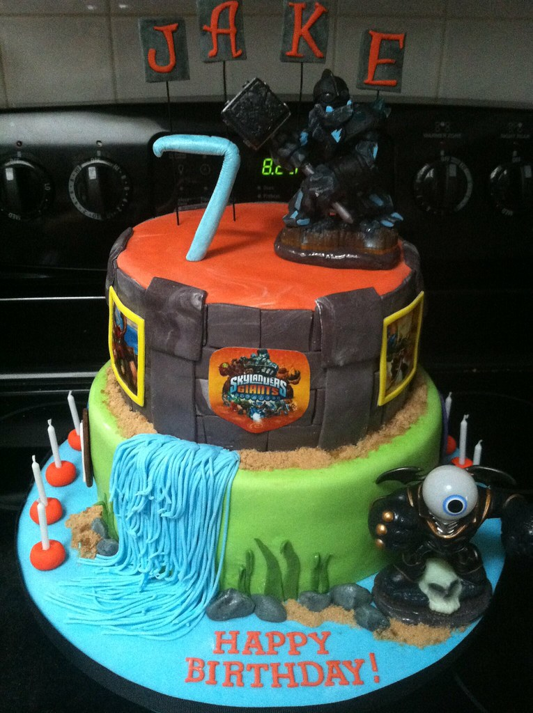 Fantastic Skylanders Birthday Cake Kyle Emmas Mom Flickr Funny Birthday Cards Online Inifodamsfinfo