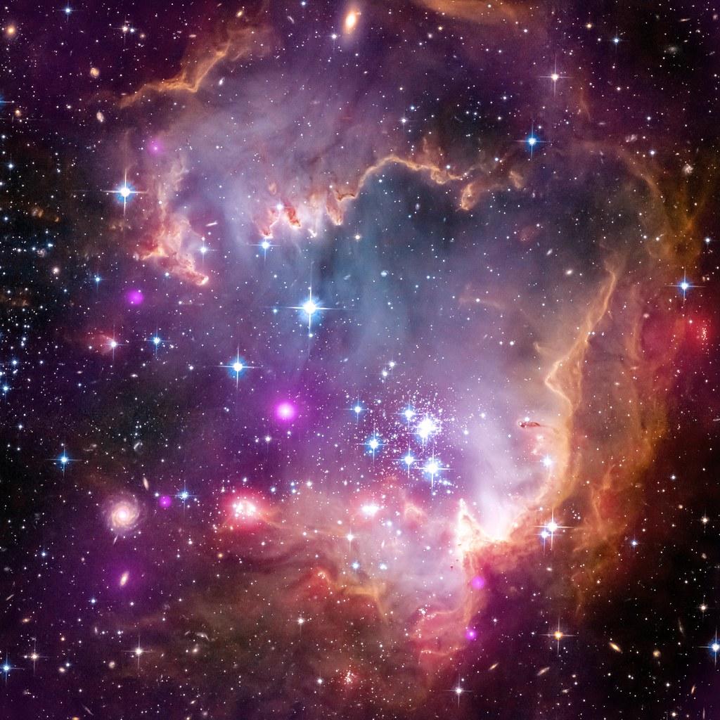 Under the Wing of a Dwarf Galaxy (NASA, Chandra, 04/03/13