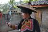 Pi-mo s vějířem qike a kloboukem kuhlevo, foto: Jan Karlach