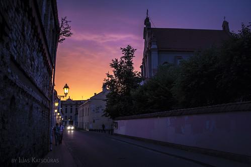 light sunset people sun shadows lithuania vilnius afterglow ignoto lietuva senamiestis gatve ignotogatve