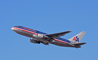 American Airlines - N319AA | by InSapphoWeTrust