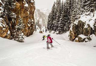 Julia & Al skiing down from Loch Vale | by s_mestdagh