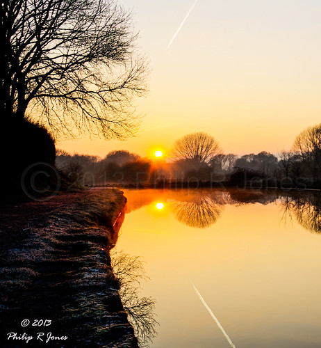 sunrise canal contrail cheshire path serenity hdr middlewich goldenlight trentandmersey shootingintothesun 3xp