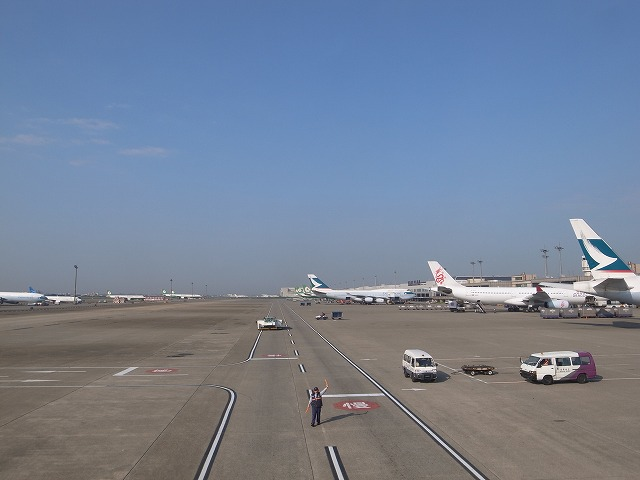<p>b)桃園空港</p>
