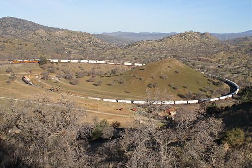 trains bnsf railroads tehachapiloop walong kerncountycalifornia