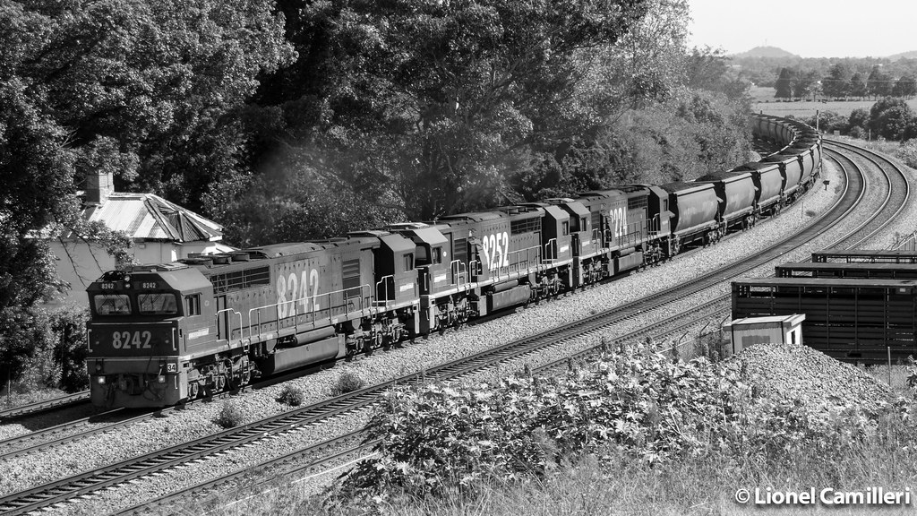 Triple 82's at East Maitland by LC501