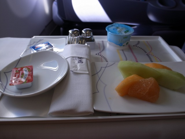 <p>d)機内の朝食</p>