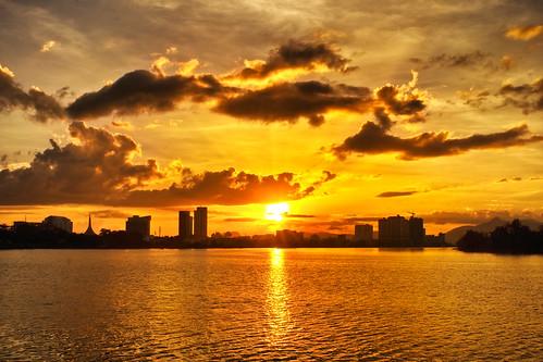 city sunset orange cloud building river evening office asia flickr sony places sarawak malaysia borneo kuching slt a77 sonyalpha flickrawards flickraward sungaisarawak sarawakborneo iamflickr sonyalphagalleria slt77