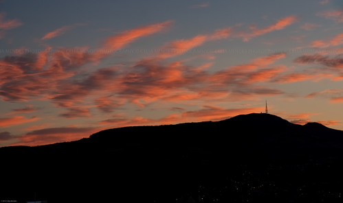 red newzealand sky clouds contrast sunrise rojo silhouettes céu hills vermelho cielo nubes contraste nuvens antena lightshadow antenna novazelândia nascerdosol nuevazelanda colinas silhuetas luzsombra 2013