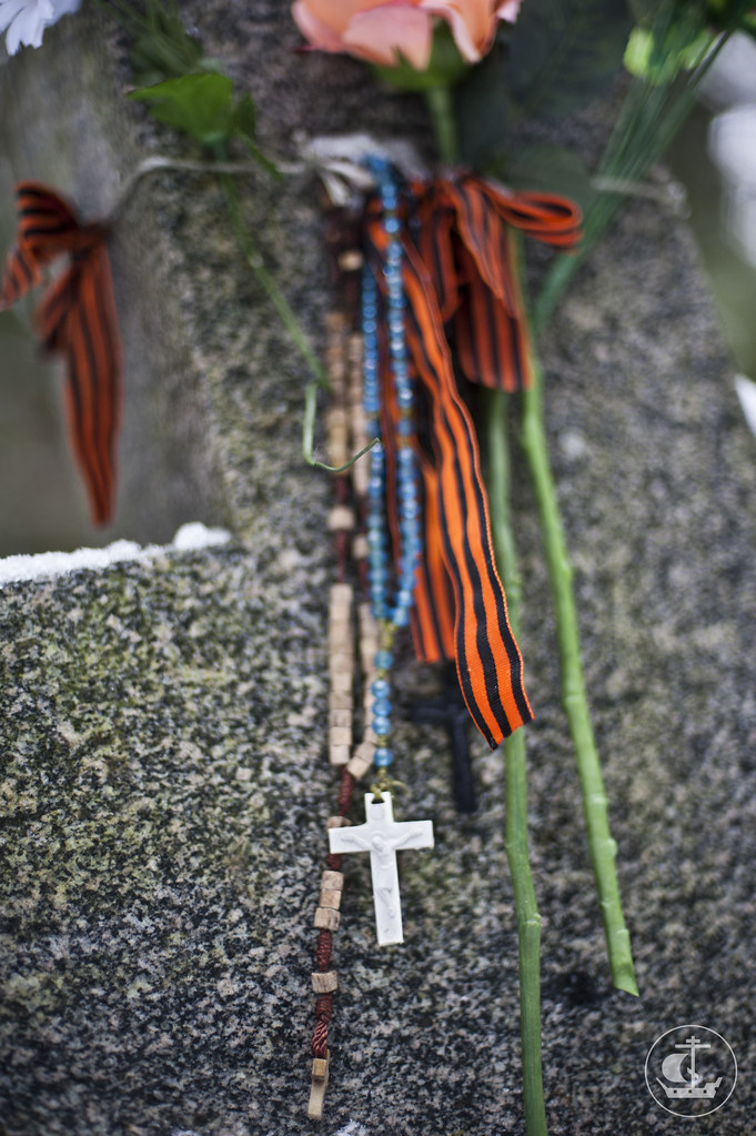 10 февраля 2013, Студенты СПбПДА посетили Левашовское мемориальное кладбище