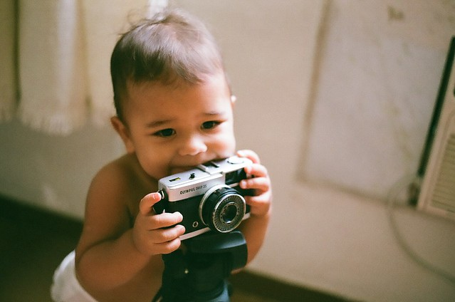 Favorite toy (Olympus Trip 35). Film photography: Câmera Yashica FX-3; Yashica Lens  ML 50mm 1:1.7; Film Fuji Superia ISO 400