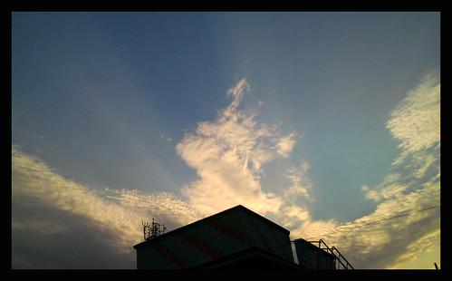 cameraphone morning light summer sky sun clouds sunrise dawn spring day ngc cloudscape daybreak westbengal shaftsoflight calcuttakolkata chandannagar bengalbangla ohkolkata kolkataamateurphotographers discoverywestbengal