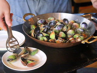 Clams served table side | by Camemberu