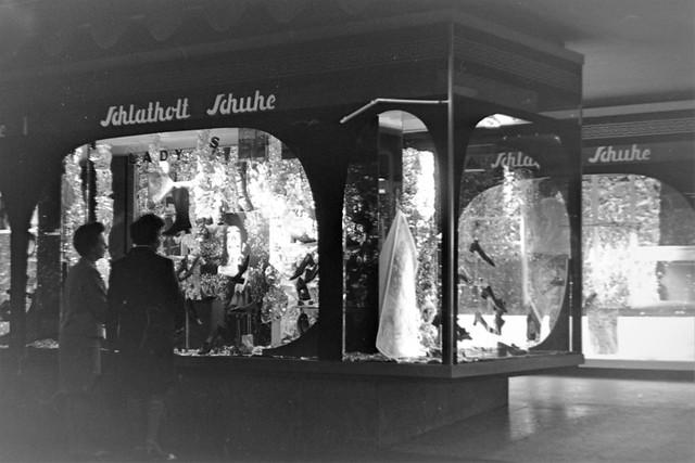 Archiv Schuh01 Schaufenster-Deko, Schlatholt Schuhe Bottrop, 1960er
