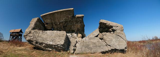Jeden ze zniszczonych bunkrów twierdzy Ossowiec