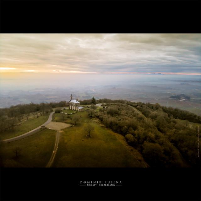 Chapelle du Mt-Brouilly - Beaujolais [EXPLORE]