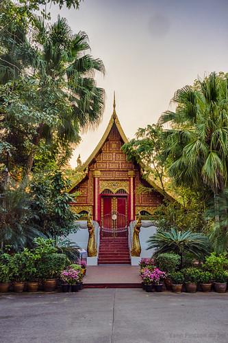 architecture chiangrai hdr nature temple thailand thaïlande vegetal blanc bleu blue coucherdesoleil doré golden green jaune red rouge sunset vert végétation white yellow mueangchiangrai changwatchiangrai
