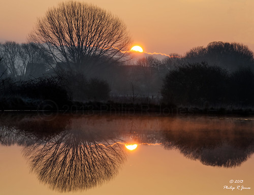 sun reflection sunrise canal nikon cheshire hdr middlewich trentandmersey 3xp photomatix d7000 nikond7000 photographictonemapping