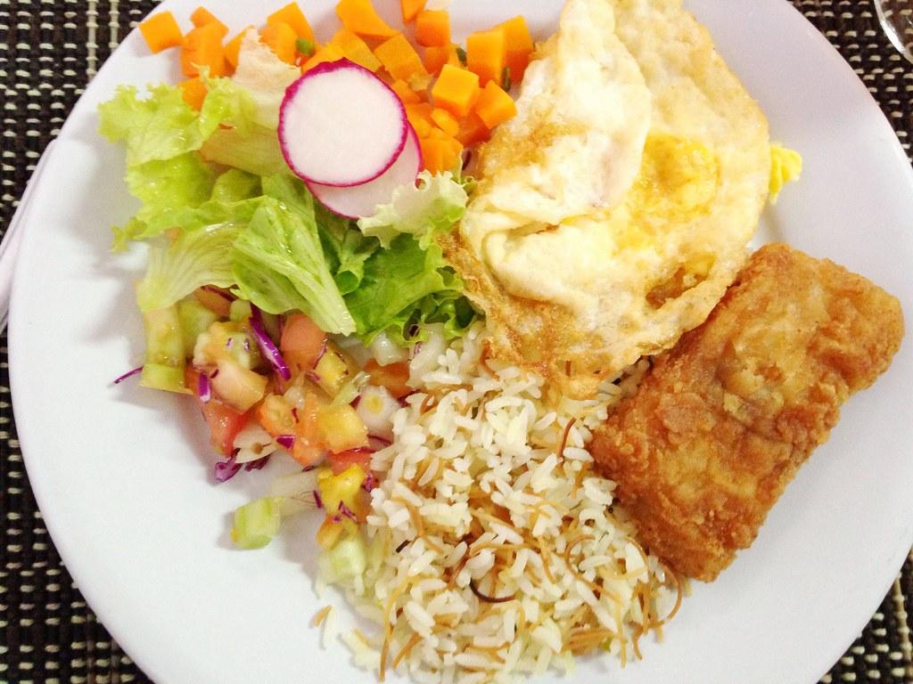 Almoço light. Ou quase.   Não tenho o hábito de postar prato…   Flickr