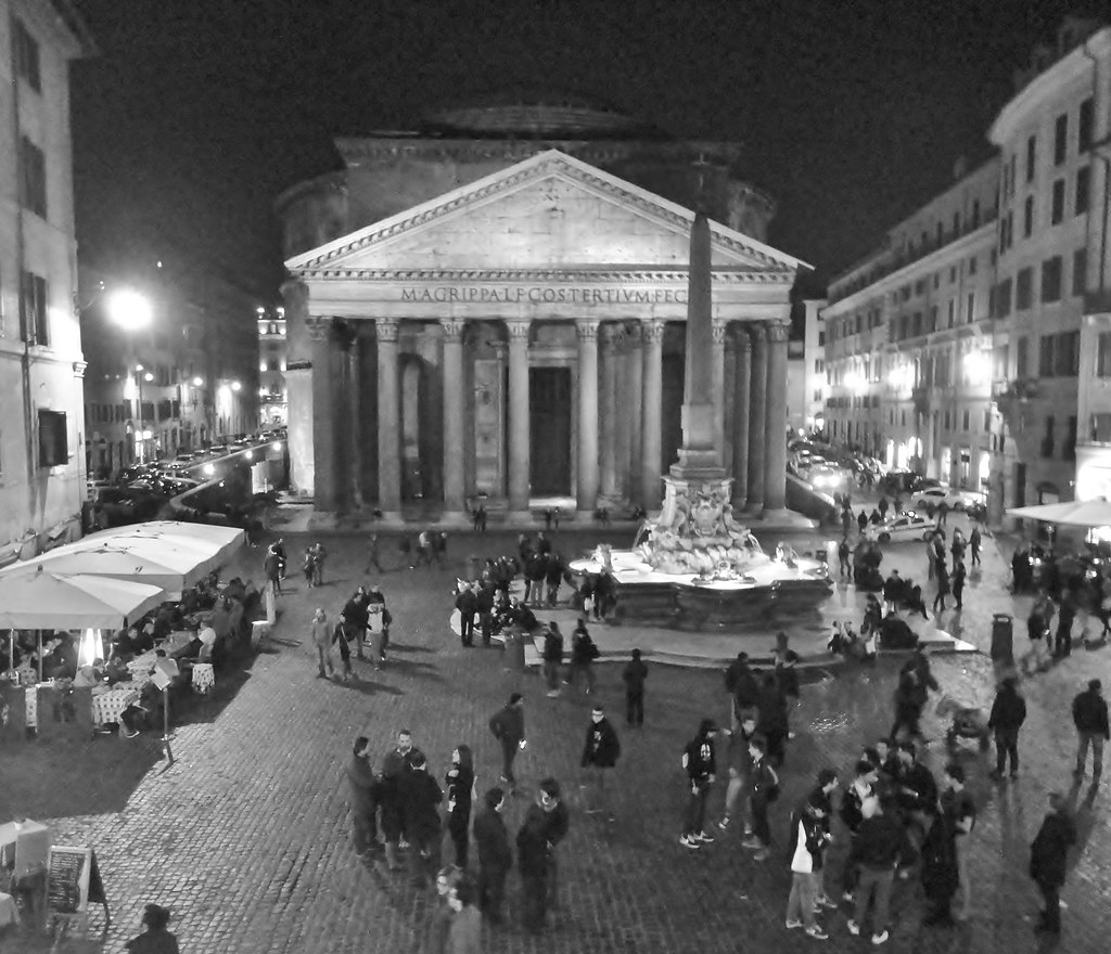 Roma - Pantheon di notte - black white
