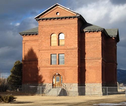 abandonedschoolsboulder montanadecaydusthistoricschoolshistorymontanamontanahistorynationalregisterofhistoricplacesruin