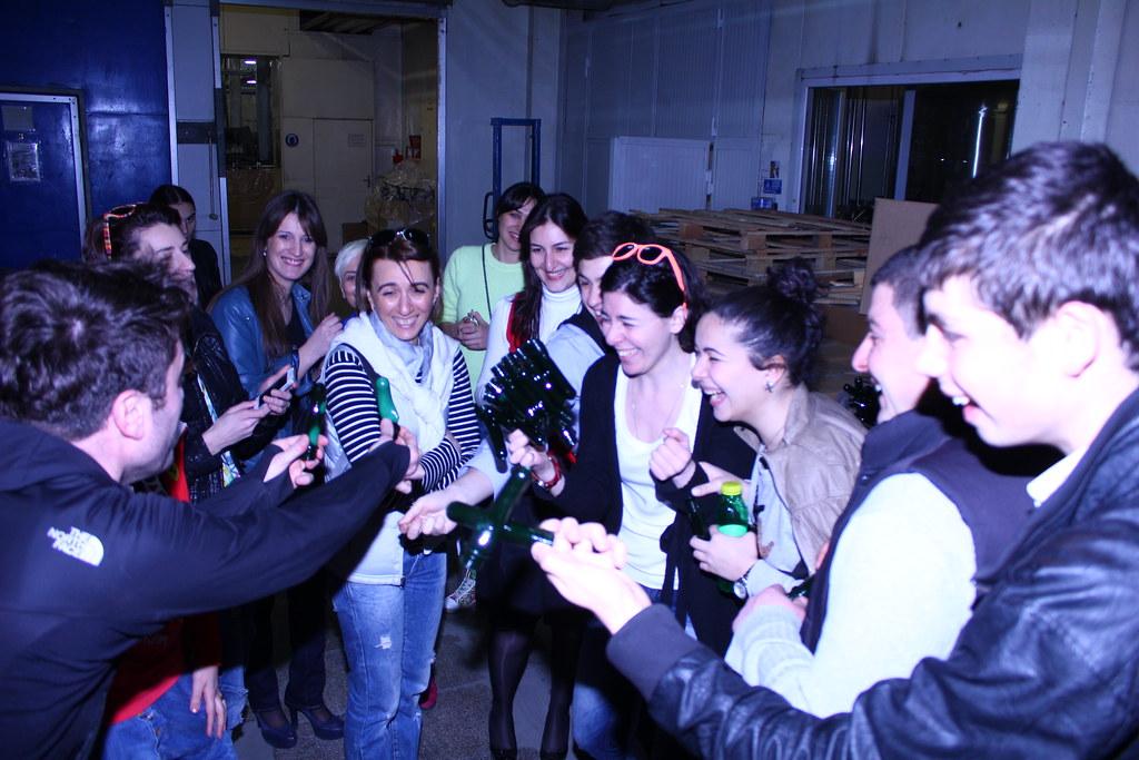 პიარსკოლელები ნატახტარის ქარხანაში