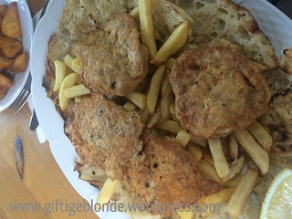 Gebackenes Hirn, Pommes, Lepinje | by giftigeblondewordpress