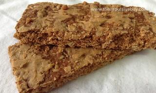 Market Pantry Peanut Butter Crunchy Granola Bars Closeup | by theimpulsivebuy