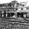 Bei der dritten und heftigsten Bombardierung Temeswars am 3. Juli 1944 ab 12:30 Uhr wurde der Temeswarer Bahnhof vollständig zerstört. Opfer wurden auch zahlreiche Angereiste aus den umliegenden Banater Dörfern.