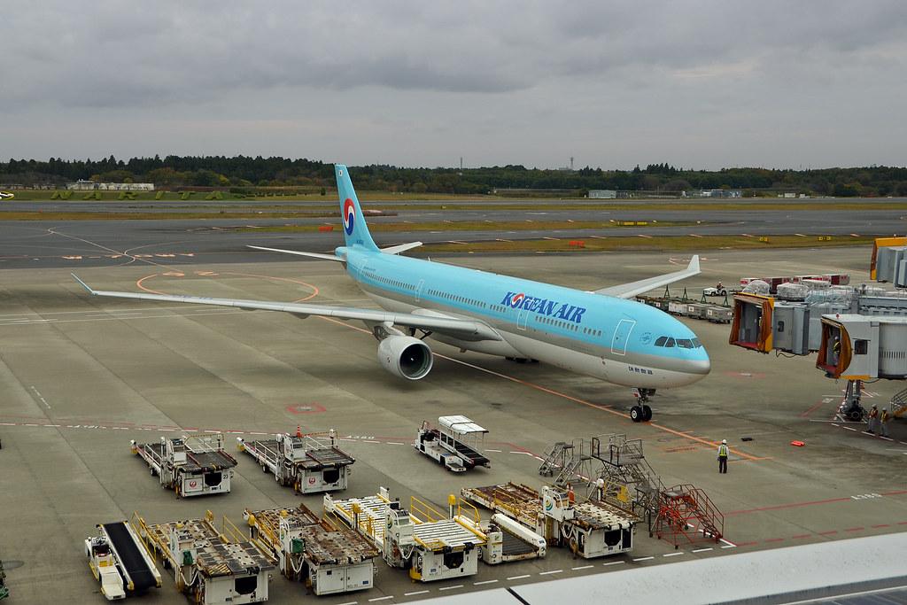 Korean Air Lines Airbus A330-323 HL8026