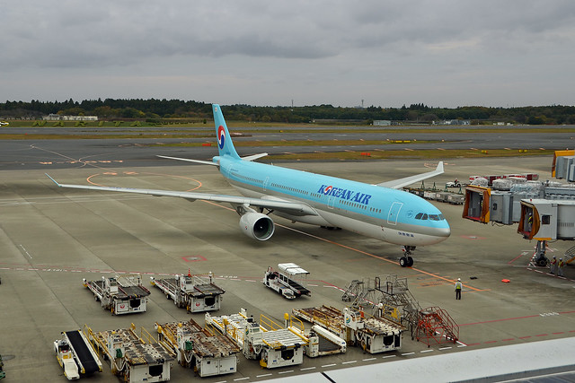 Korean Air Lines Airbus A330-323 HL8026