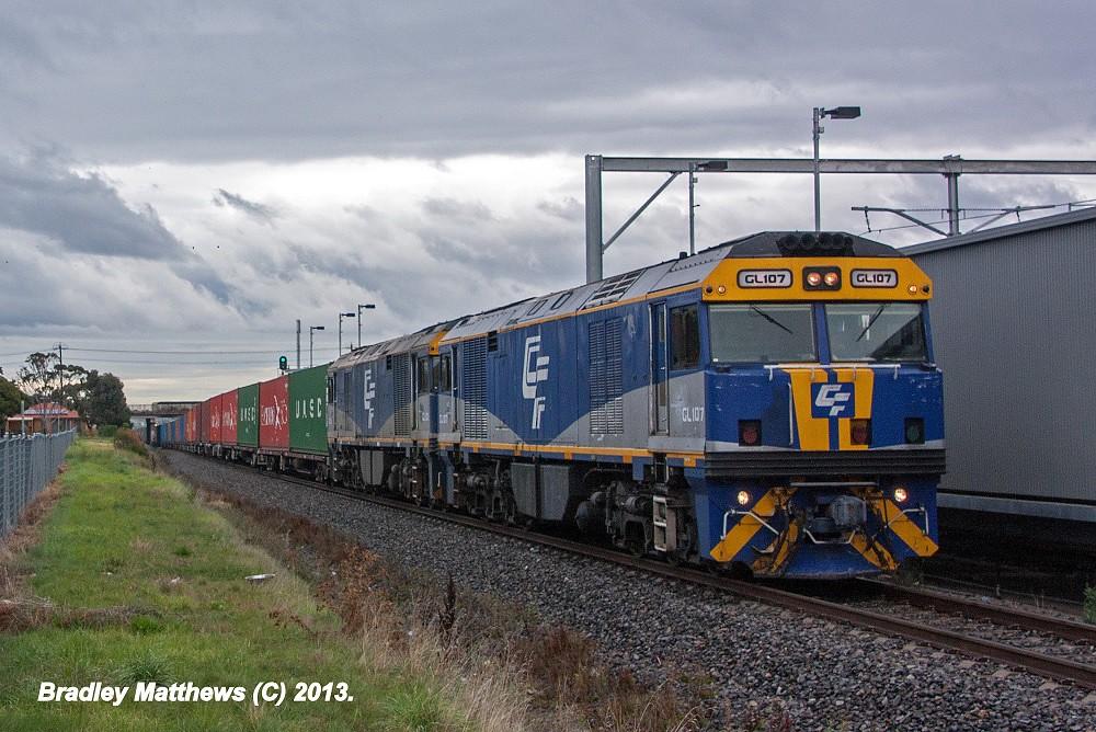 QUBE'S GL107-GL101 on 2MC1 to Harefield/Junee at Coolaroo (20/5/2013) by Bradley Matthews